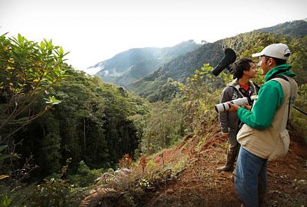 Johnier Arango i förgrunden är en av guiderna från området och hör till eldsjälarna i organisationen Serraniagua.